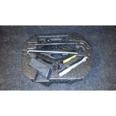 8X23-17B043-AC Поддон ящик с инструментами домкрат ключ крюк Jaguar XF б/у