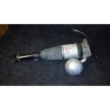 3D0616002G Пневматическая стойка с датчиком амортизатор пневмо правая Phaeton б/у