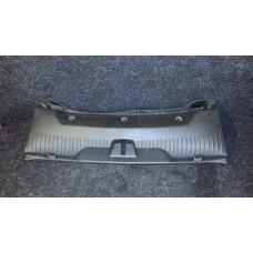 C2Z3349 Накладка замка багажника пластик внутренняя Jaguar XF б/у